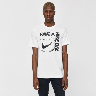 S/s have a nike day tee in white