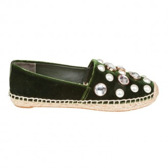 ESPADRILLAS WITH PEARLS APPLICATIONS
