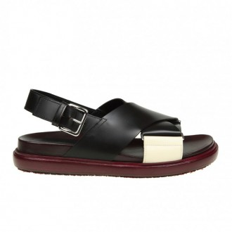 SANDALS IN LEATHER WITH CROSS BAND