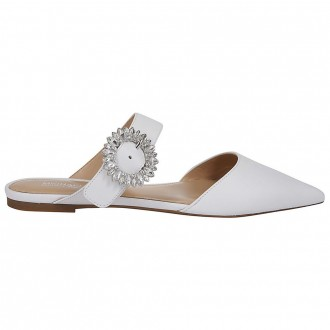 Flat sandal with jewels