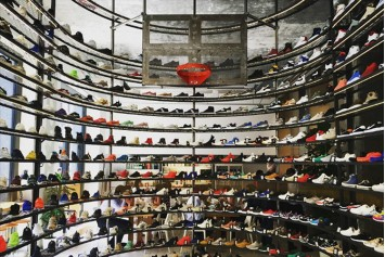 48d580648978 NIKE X OFF WHITE stores in Milan